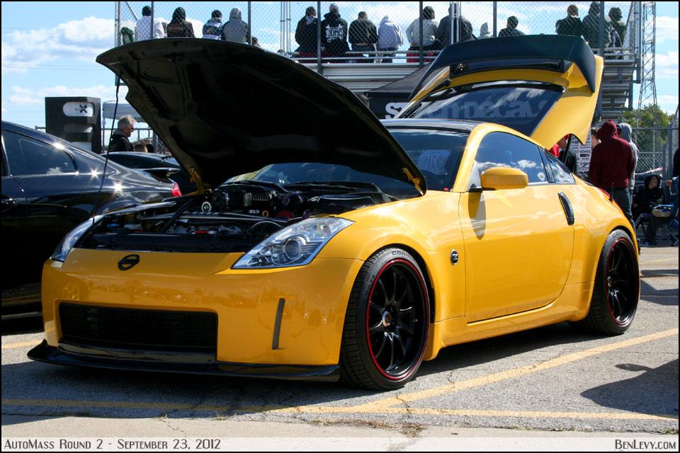Yellow Nissan 350z Benlevy Com