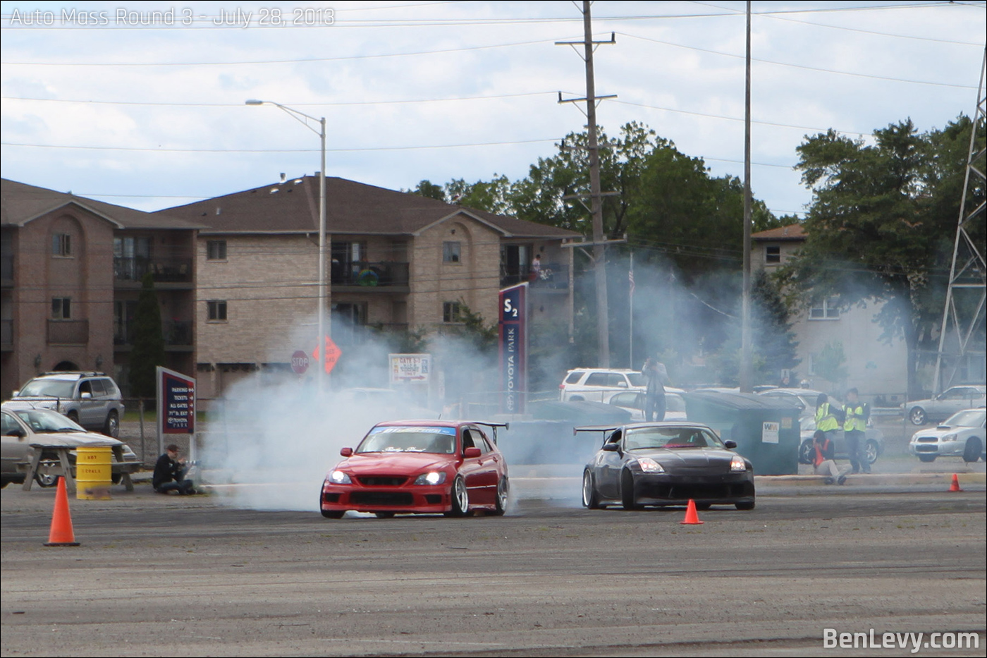 IS300 and 350Z drifting at Auto Mass Round 3