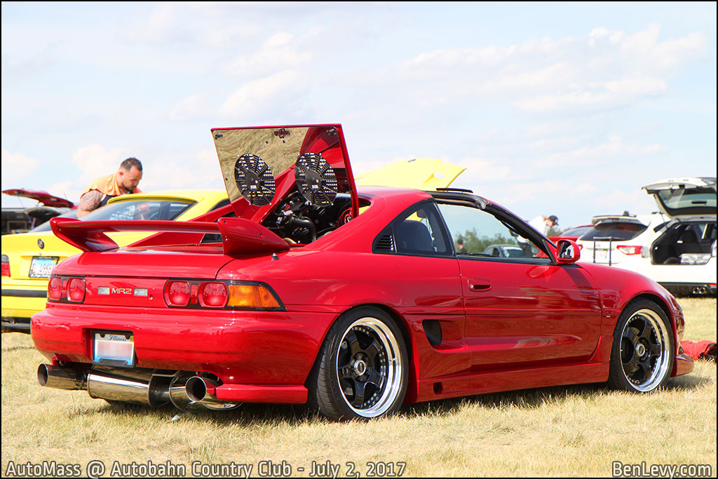 Red Toyota MR2