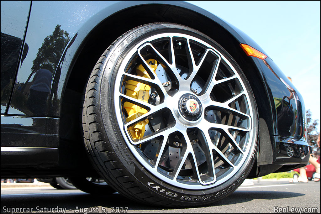 Porsche 911 Turbo S center lock wheel