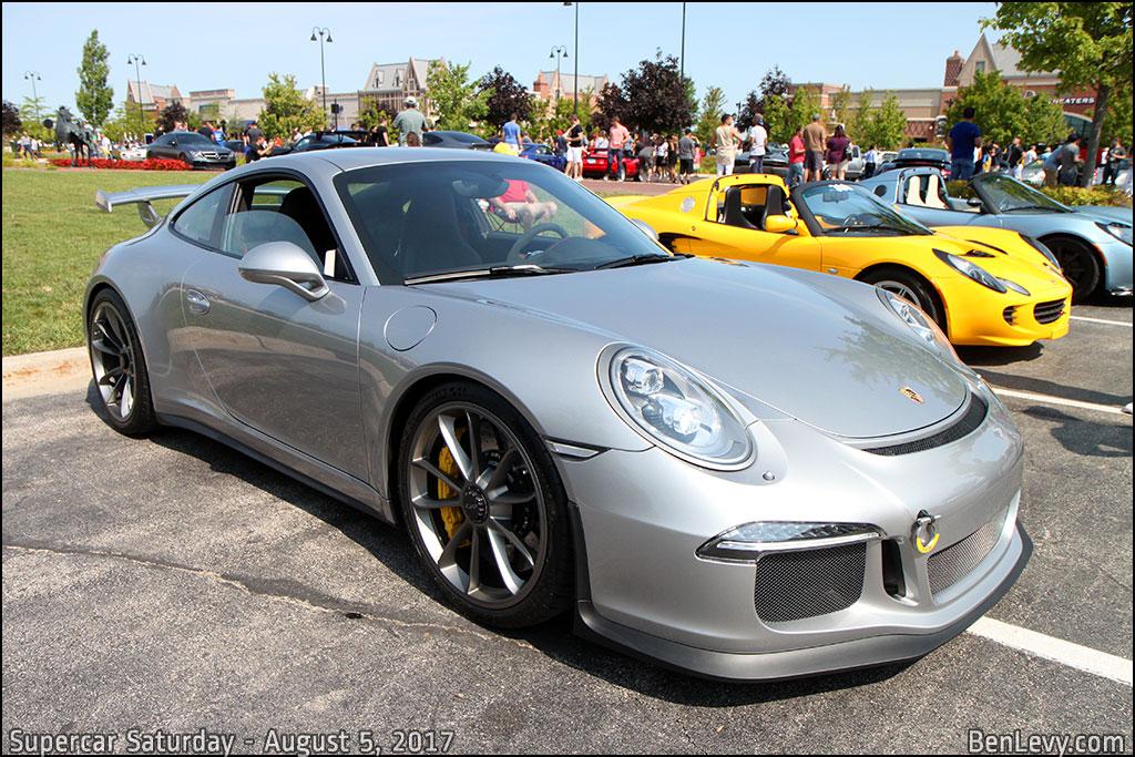 Silver Porsche 911 GT3