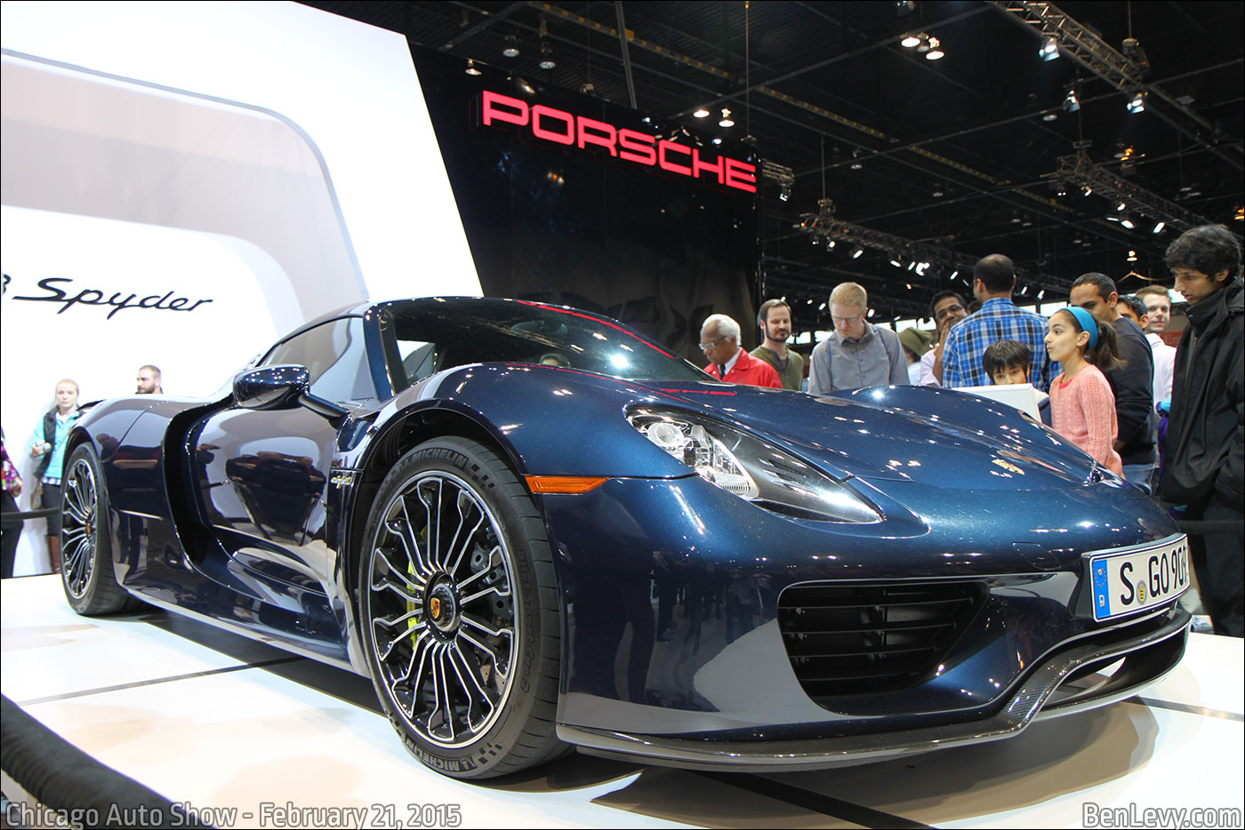 porsche 918 spyder exhaust blue flame hi guys does anybody have a good porsche 918 shooting. Black Bedroom Furniture Sets. Home Design Ideas