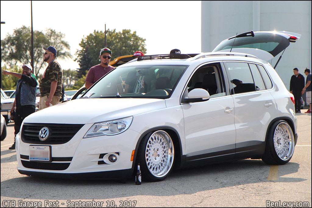 White Volkswagen Tiguan