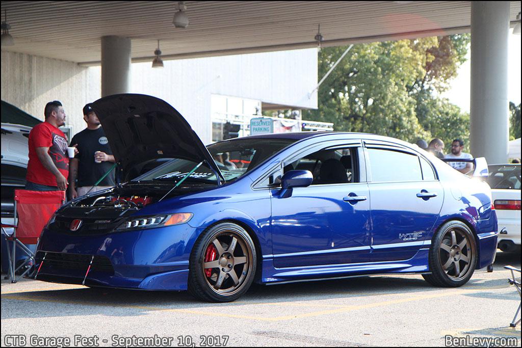 Blue Honda Civic Si sedan