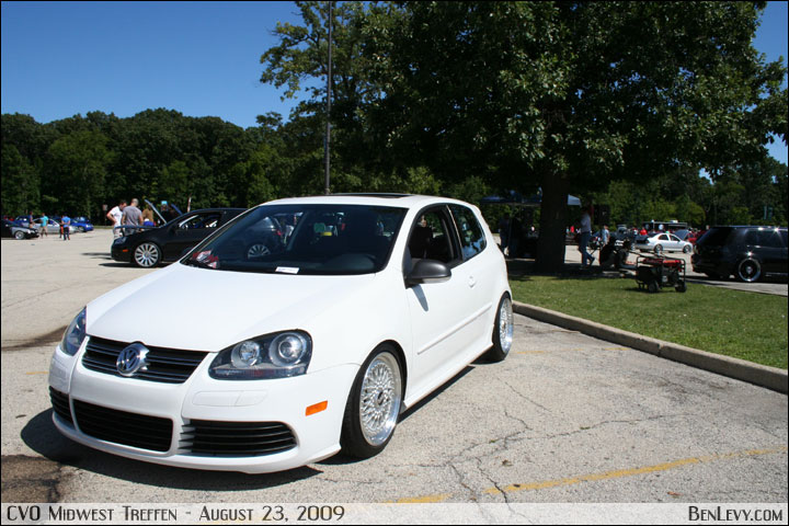 white R32 image