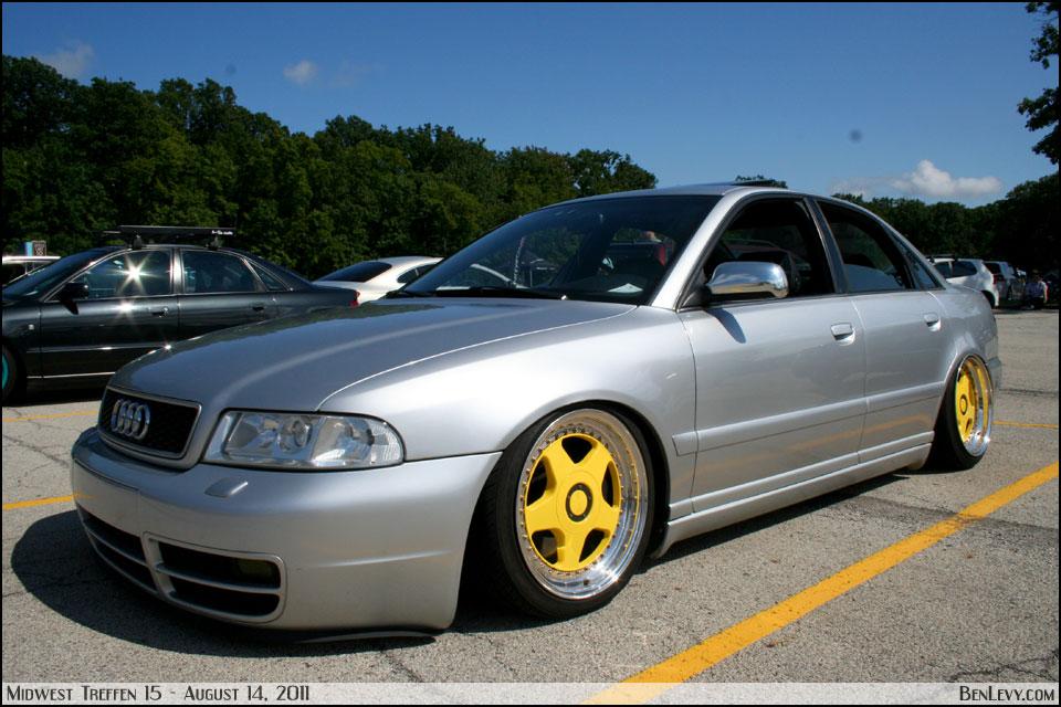 Img10667.searchon Yellow Audi S4